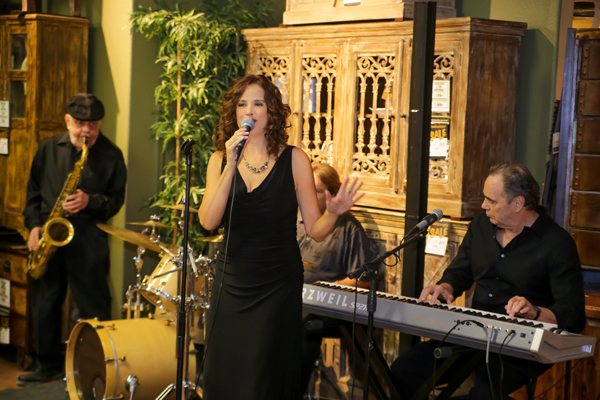 Marlene Arden performing with a quartet